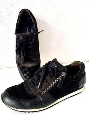 Брендовые кроссовки из натуральной кожи