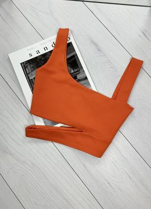 Яркий оранжевый топ
