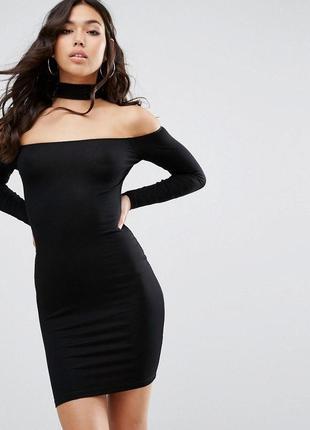 Короткое черное платье с чекером длинный рукав