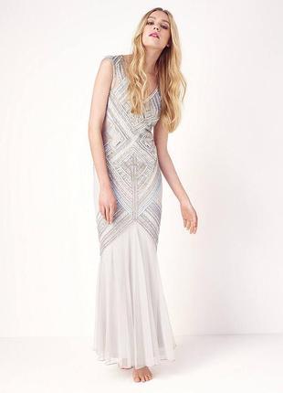 Бесподобное вечернее платье в стиле русалки с камнями и пайетками
