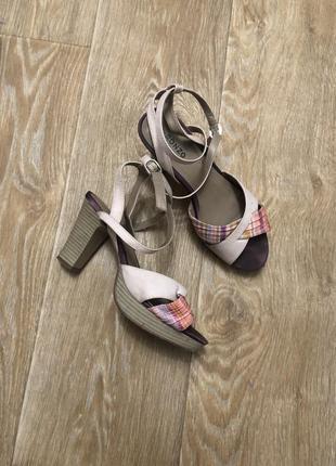 Туфли босоножки с переплётом