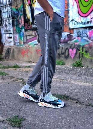 Шикарные мужские штаны adidas calabasas
