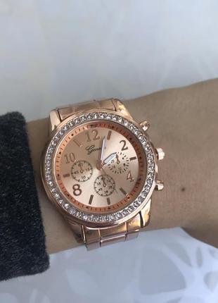 Часы с блестящим циферблатом металлические розовое золото