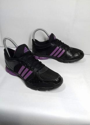 Класні кросівки , стан нових