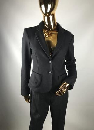 Чёрный приталенный пиджак из шерсти и кашемира marccain