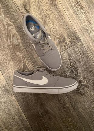 Nike оригінал із текстилю 38,5 рр