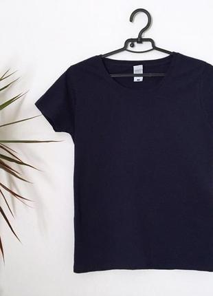 Котоновая темно-синяя футболка