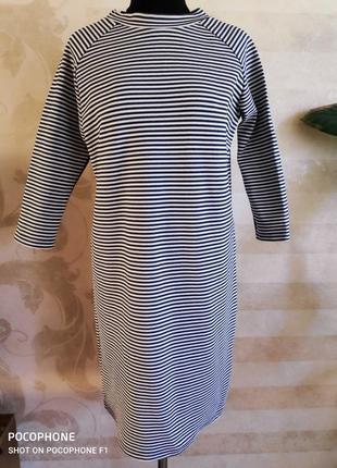 Трикотажное платье с лампасами на рукавах 36р