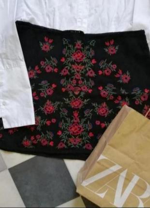 Чёрная юбка с вышивкой от zara