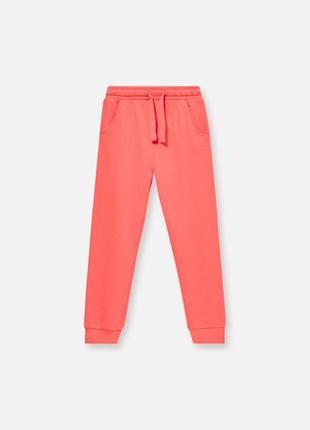 Розовые спортивные штаны