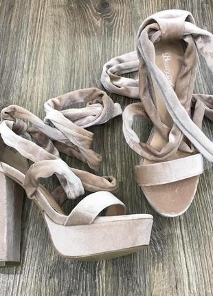 Туфли на завязках