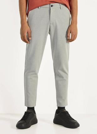 Штаны мужские брюки зауженные bershka костюмные брюки серые укороченные