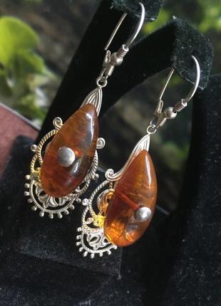 Серебряные серьги с янтарными каплями.