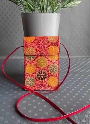 Кожаная красивая разноцветная сумка на длинном ремешке в новом состоянии