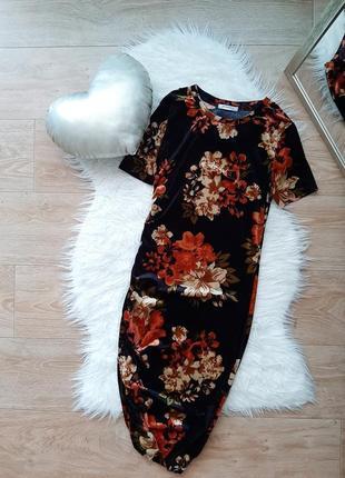 Бархатное велюровое платье миди по фигуре облегающее с коротким рукавом в цветочный принт