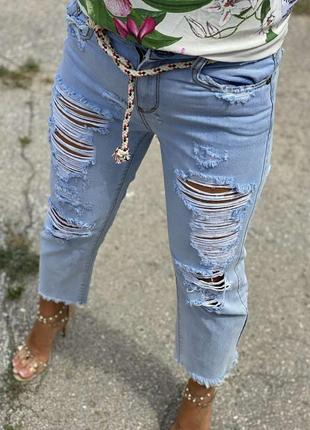 Нарядные джинсы укороченные с рваностями люкс качества италия