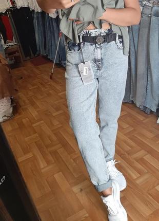 Стильные джинсы мом