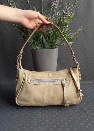 Кожаная красивая бежевая сумка фирмы marks&spencer