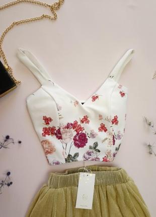 Молочный топ в цветы new look, есть вставки под грудь