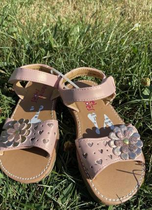 Стильные детские босоножки сандали розовые с цветочками блестящие