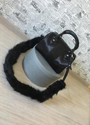 Как новая! чёрная трендовая комбинированная нейлоновая сумка со съемным меховым ремнём