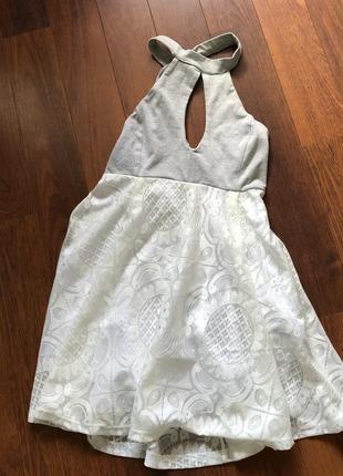 Очень красивое платье с вырезом капля и юбкой-солнце