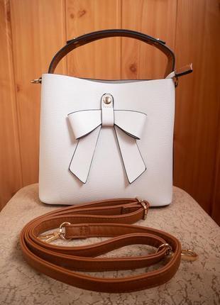 Белая сумка бочонок через плечо