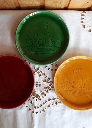 Яркий летний набор тарелок.