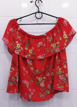 Красная шифоновая блуза на плечики
