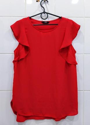 Яркая сочная красная блуза с рюшами