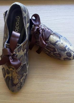 Кожаные туфли на шелковой шнуровке