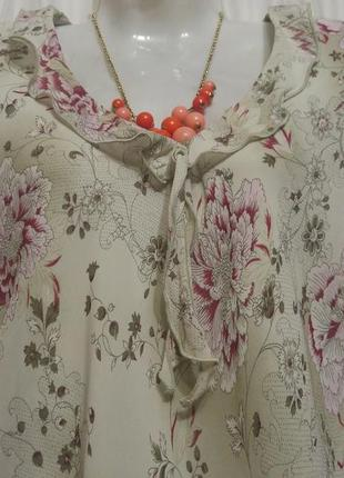 Шифоновое платье- макси в романтическом стиле спокойной расцветки.