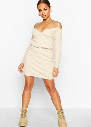 Boohoo. кремовый костюм. кофта с открытыми плечами и юбка размер l. новый