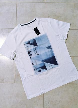 Белоснежная мужская хлопковая футболка с принтом