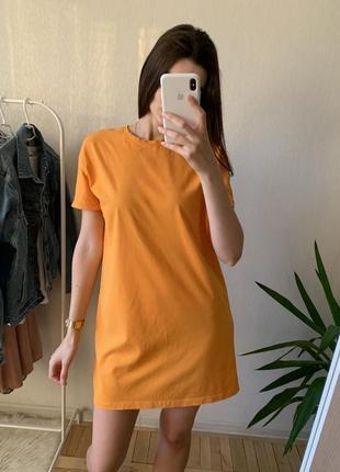 Яркое платье-футболка