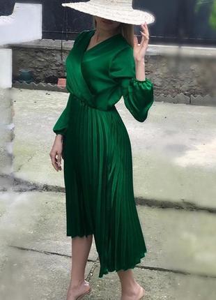 Шелковое платье на запах с плиссировкой