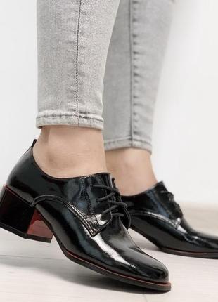 Стильные туфли материал эко-лак цвет черный+красный