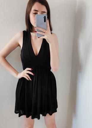 Жёсткое чёрное короткое платье вечернее