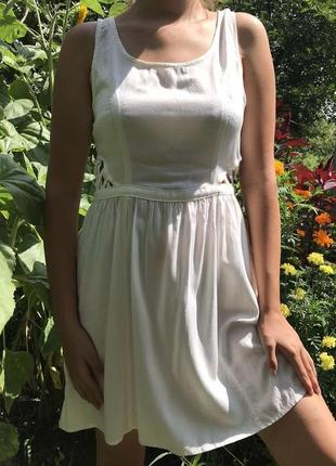 Летнее белое красивое стильное платье сарафан
