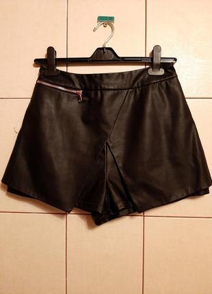 Крутые кожаные шорты с имитацией юбки спереди
