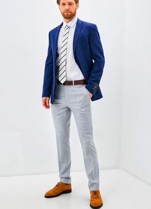 Серые классические брюки, прямого кроя .