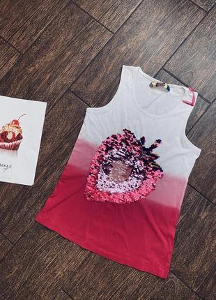 Очень красивая футболка с паетками известного бренда