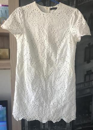 Белое платье из прошвы zara