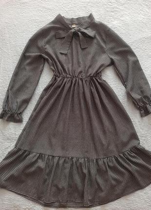 Трендовое летнее платье миди в клетку