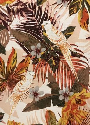 Нереально красивая и стильная брендовая блузка в цветах и птицах.