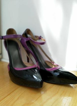 Туфлі на шпильці