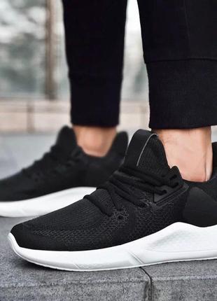 Чёрные и белые мужские кроссовки повседневные легкие качество- топ!