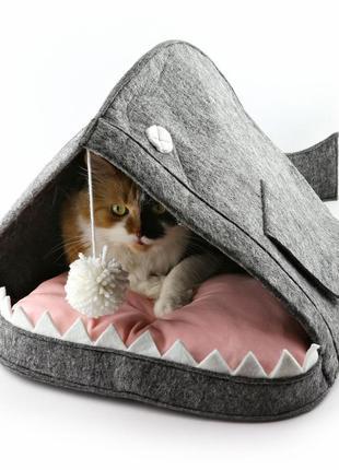 """Домик для кота """"рыба-кит с подушкой и бубоном"""" серый (dw-91-14)"""