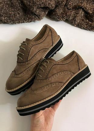 Обалденные замшевые туфли с кожаной стелькой supermauro (броги, дерби, оксфорды)