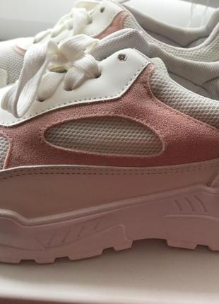 Кроссовки белые с розовым